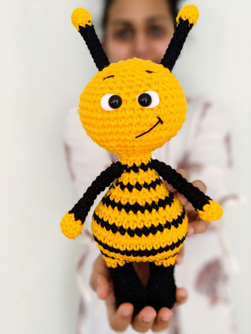Amigurumi Bees Pattern: Bumble & Queen Bee | Crochet bee, Crochet ... | 1350x1013
